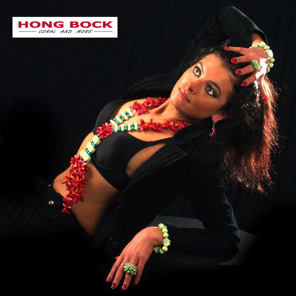 HONG BOCK-Design - Rote, 3-reihige Korallenkette mit grünen Magnesiten-2604