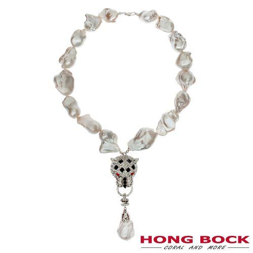 HONG BOCK-Design - Süßwasser-Barockperlenkette mit reich verziertem Löwenkopf-Anhänger-0