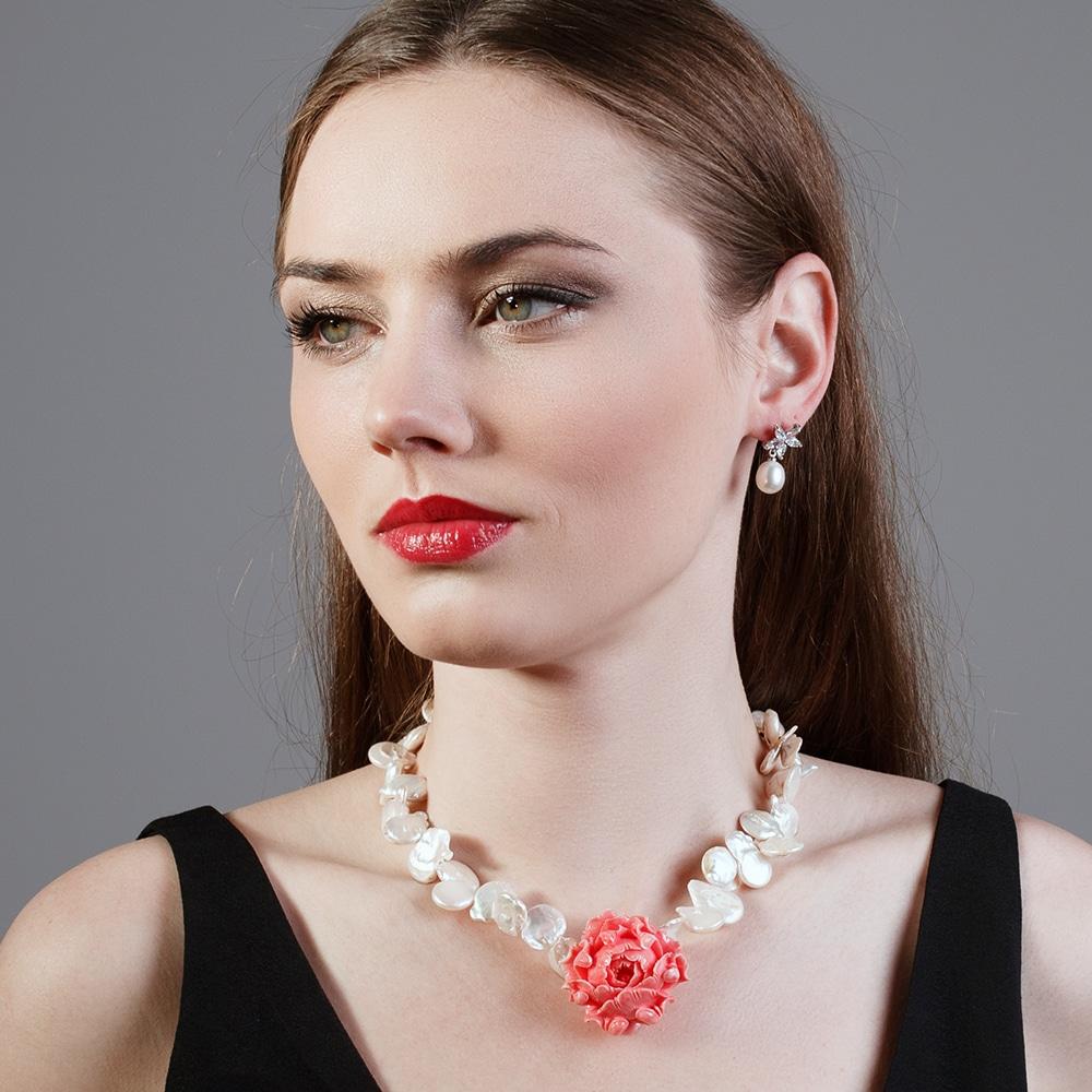 HONG BOCK-Design - Weiße Süßwasser-Barockperlenkette und handgeschnitzter Korallen-Rose-2496