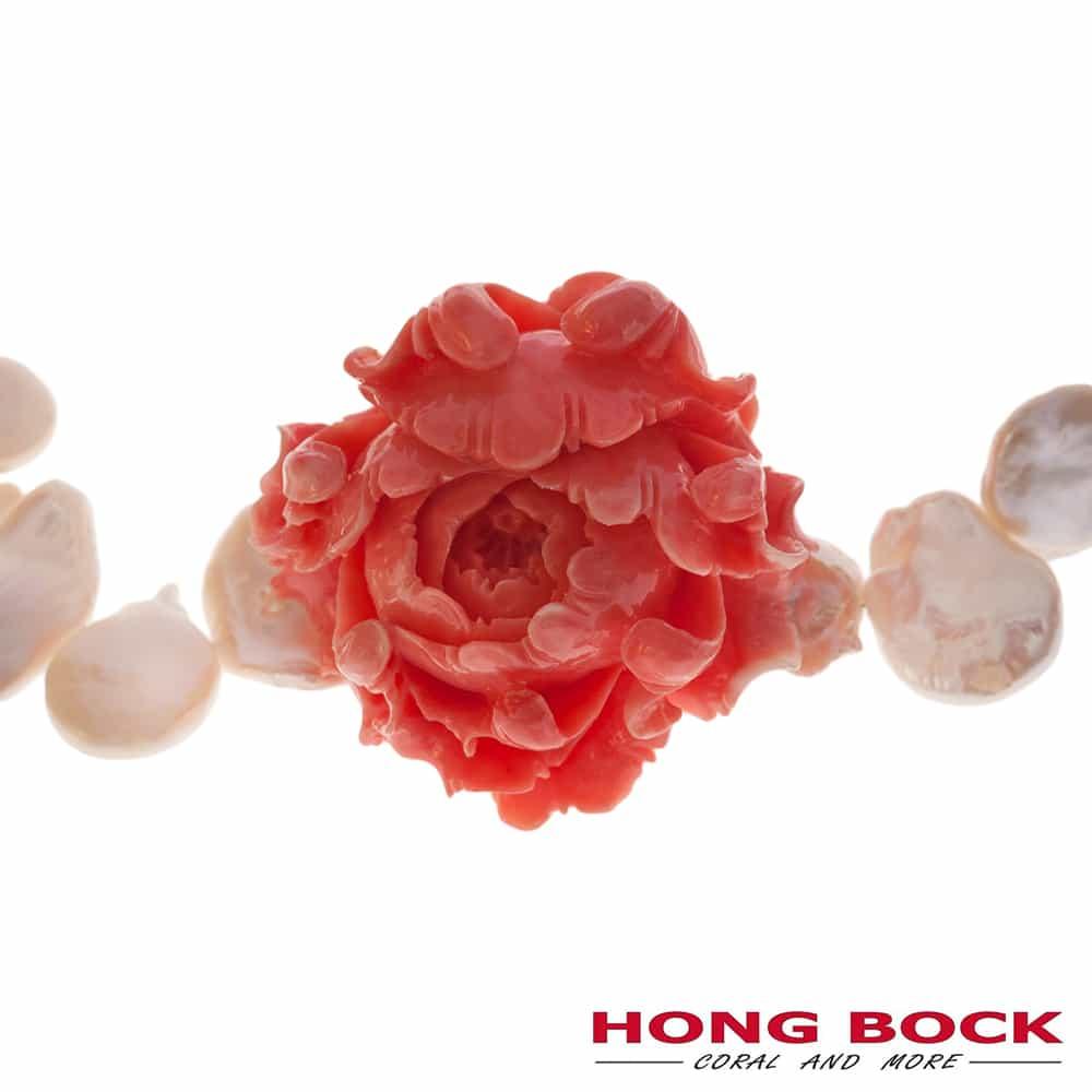 HONG BOCK-Design - Weiße Süßwasser-Barockperlenkette und handgeschnitzter Korallen-Rose-2494