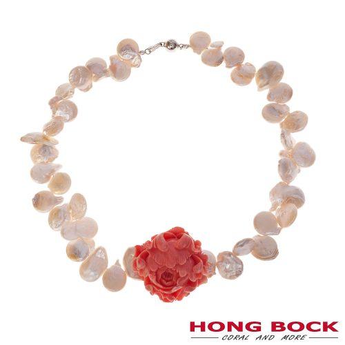 HONG BOCK-Design - Weiße Süßwasser-Barockperlenkette und handgeschnitzter Korallen-Rose-0