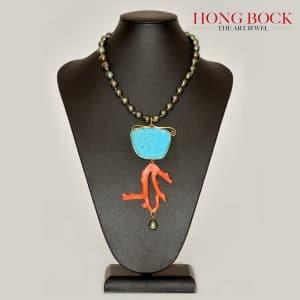 HONG BOCK-Design Kette aus Magensit Türkis und Natur Korallenast verarbeitet ,in 18K GG-0